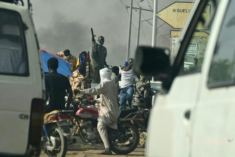 Chad army says killed 'several hundred' rebels