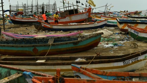 Four dead as powerful cyclone heads for India