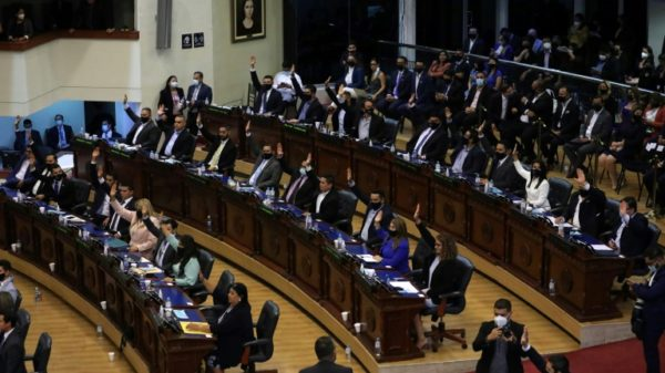 Political crisis in El Salvador as parliament ousts top judges