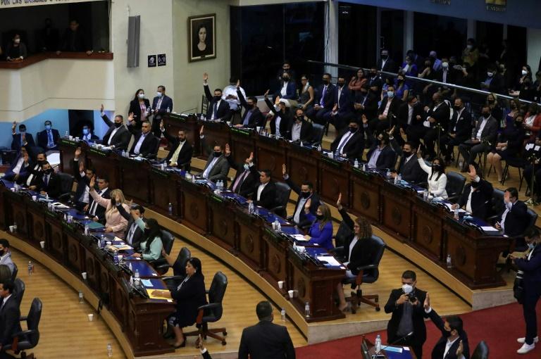 Political crisis in El Salvador as parliament ousts top judges