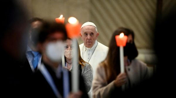 Pope embarks on prayer 'marathon' against Covid
