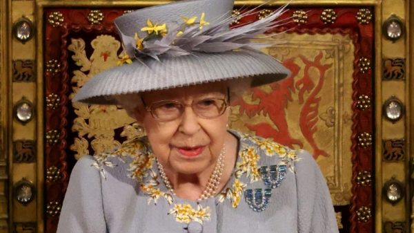 Queen returns to public stage with UK govt's new agenda