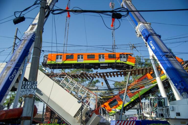 Mexico City 'Golden Line' under suspicion after crash