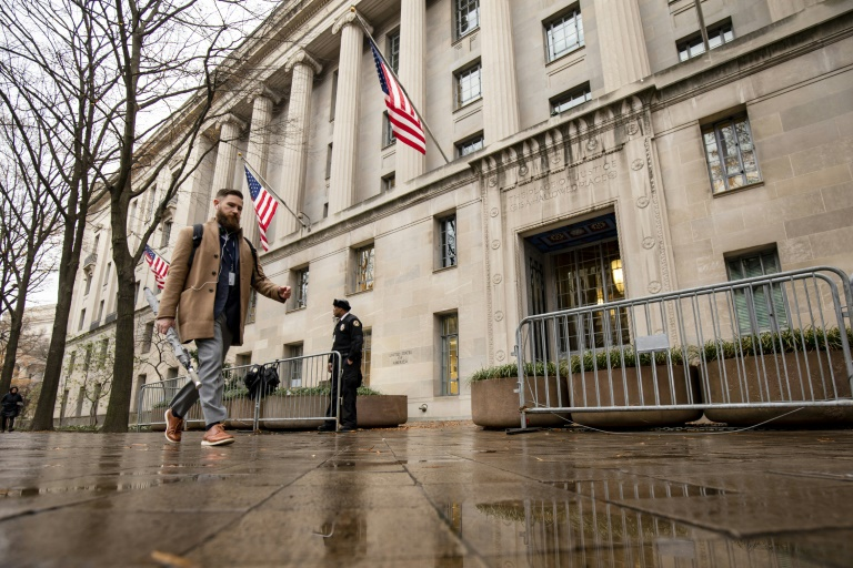 US says it will no longer seize reporters' records in leak probes
