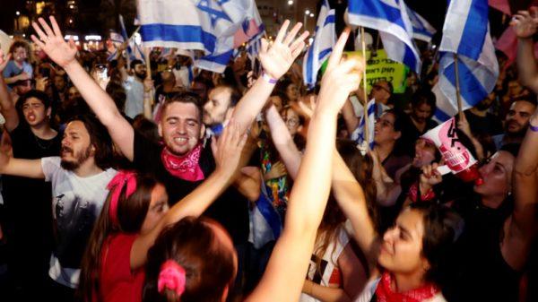 Tel Aviv fetes Netanyahu departure with flags and foam