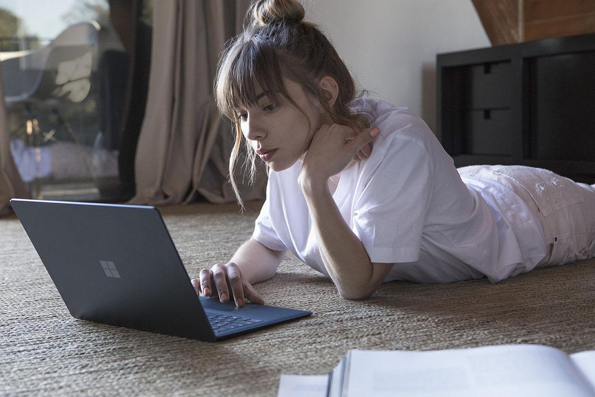 Laptop Computer Browsing