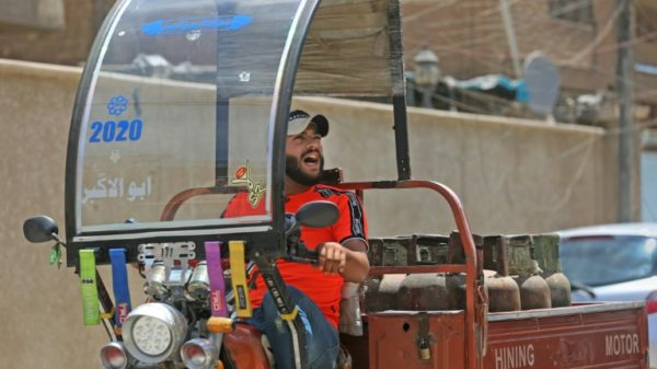 Iraq's last gas bottle delivery crooner dreams of stardom