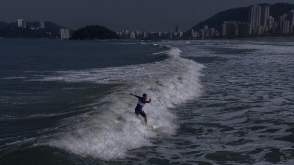 Surfing gives hope to Brazilians with disabilities