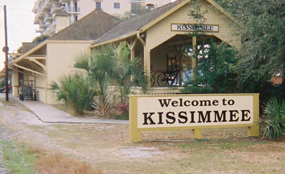 Images Condominiums in Kissimmee, Florida deemed at risk of collapse