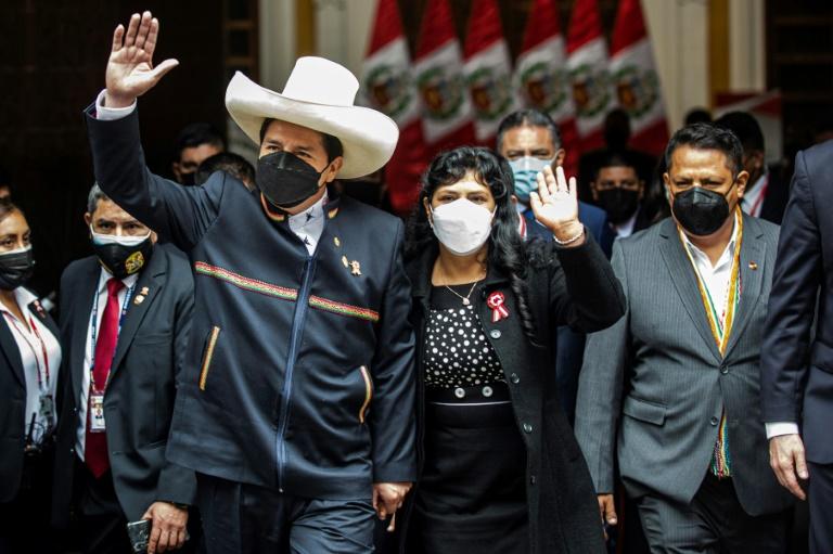 Peru's president sworn in, vows new constitution