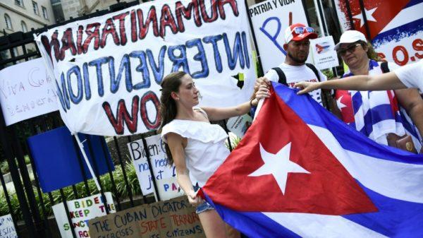 Hundreds rally in Washington against Cuban govt