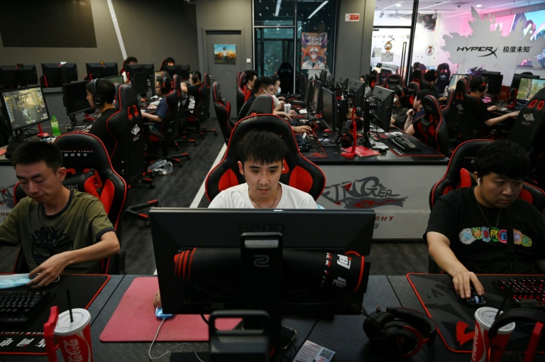 Chinese game makers vow to cut effeminacy, limit underage players