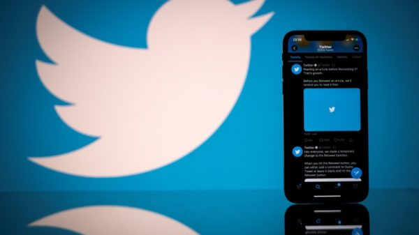 Twitter lets star users make money from subscriptions