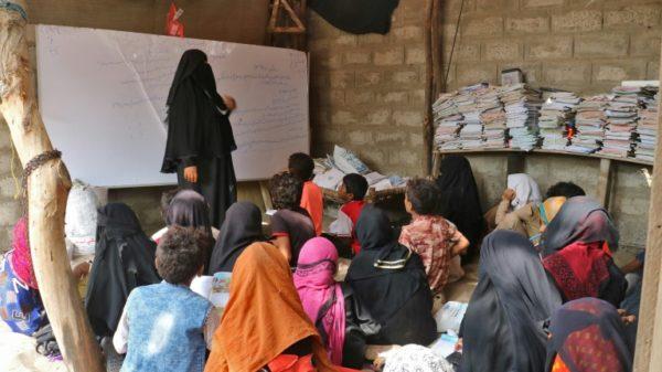 Seeking knowledge in war: Yemeni woman turns home into school