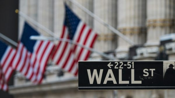 US stocks hit record high as tech earnings approach
