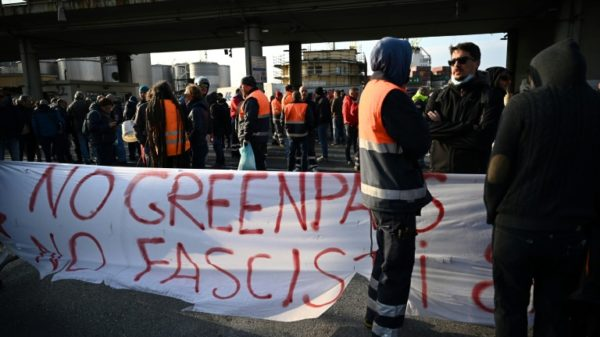 Protests and blockades greet new Italy Covid rules