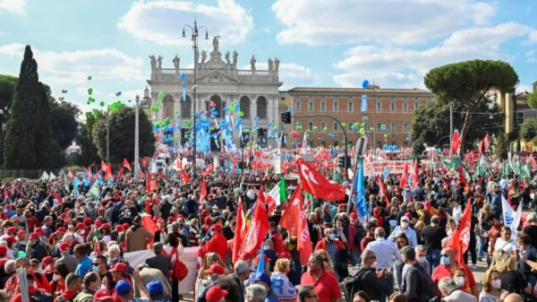 Giant Rome rally urges ban on extreme right