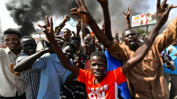 Tear gas fired at Sudan protesters as calls grow for PM's release