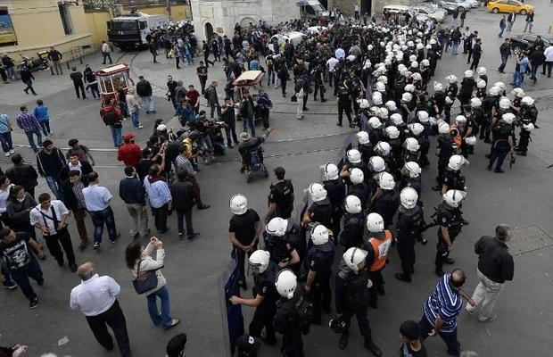 Turkish riot police officers block access to Taksim Square in Istanbul  on May 31  2014