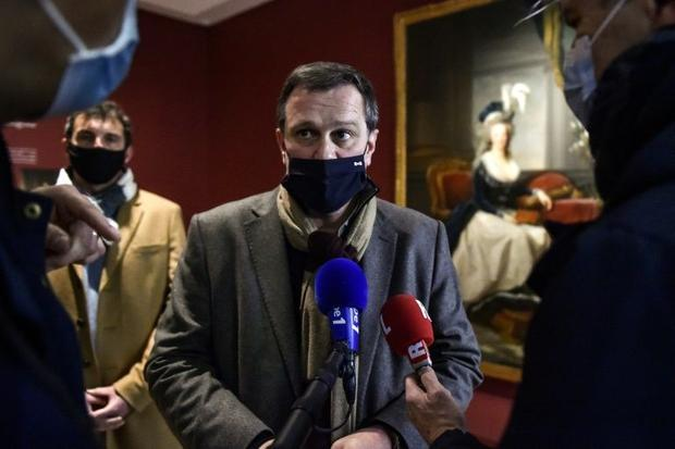 Louis Aliot argued that people would have to start getting used to the virus