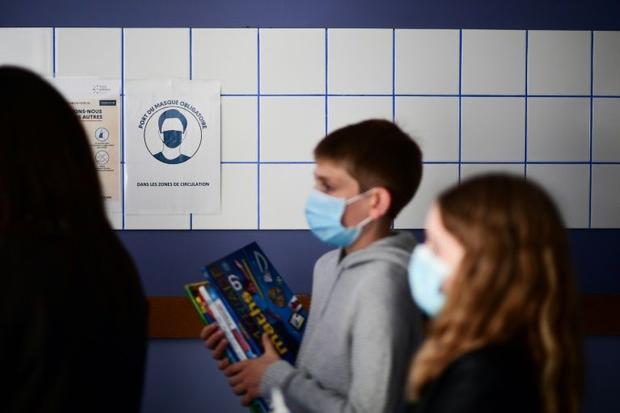 Des élèves ont revêtu un masque dans un collège à Vincennes (Val-de-Marne)  le 1er septembre 20...