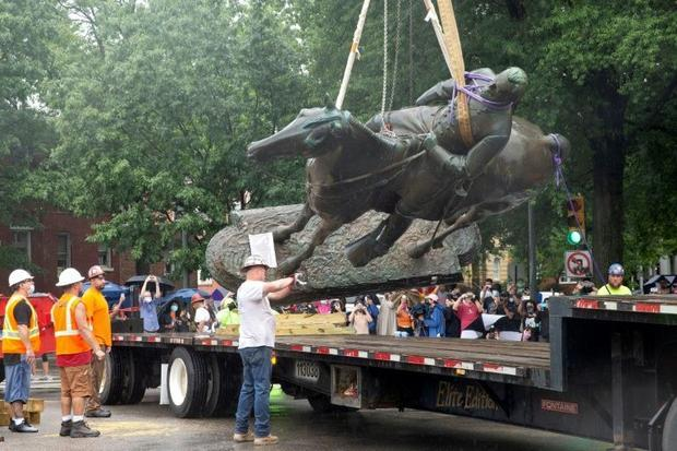 The city's mayor ordered the 'immediate removal' of Confederate monuments