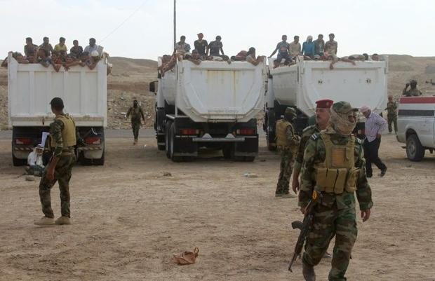 Displaced Iraqis who were evacuated from their villages by Iraqi government forces south of the besi...