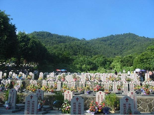 Chaozhou Catholic Cemetery. Photo taken: Dec. 10. 2010.