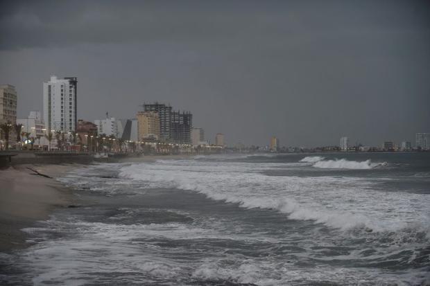 View of the coastline in Mazatlan  Sinaloa state  Mexico  on October 23  2018  as Hurricane Willa cl...