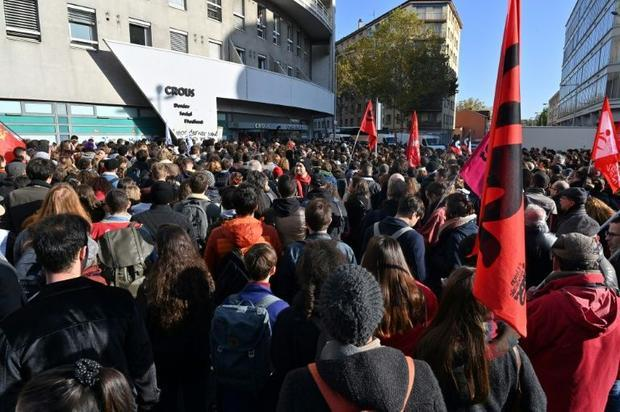 Clashes were disrupted in Lyon after the student's suicide attempt