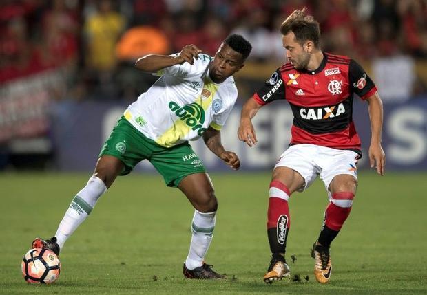 Moises Ribeiro  left  of Brazil's Chapecoense vies for the ball with Everton Ribeiro  right  of...